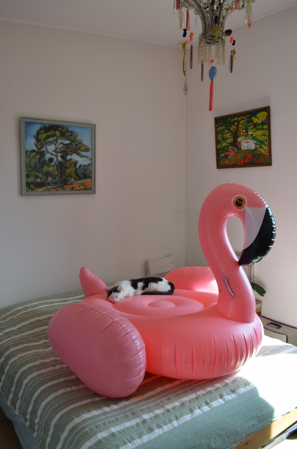 Bouee flamant rose chambre / Photo Lejardindeclaire