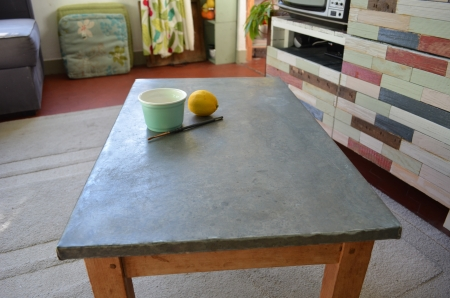Relooking de ma table basse lejardindeclaire for Table en zinc de cuisine
