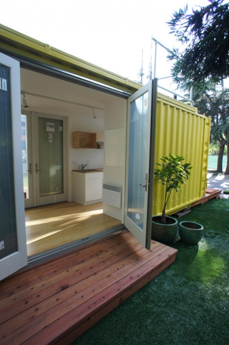 une maison en containers lejardindeclaire. Black Bedroom Furniture Sets. Home Design Ideas