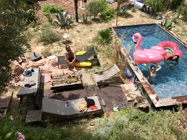Bouee flamant rose et piscine / Photo Lejardindeclaire